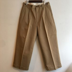 【H.UNIT】Chino crown size tuck trouser BEIGE